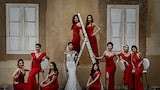 david-bastianoni-sony-alpha-7III-bride-and-bridesmaids-pose-for-formal-shot