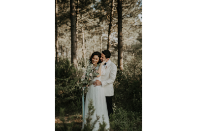 sina-demiral-sony-alpha-99II-bride-and-groom-standing-in-forest-smiling